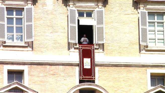 Pope Francis in the Balcony giving Life Peace Speech and Prayer for Peace around World - Sunday April 12th 2015 © Susan Elsa- Michael Jackson TwinFlame Soul Official