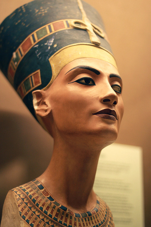 Queen Nefertari (Nefertiti) Bust - The Beautiful One © Michael Jackson TwinFlame Soul Official