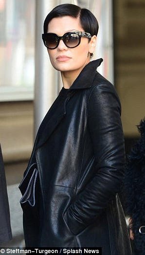 Jessie J Matrix Style- Is everyone now in Hollywood IMITATING ONE PERSON???