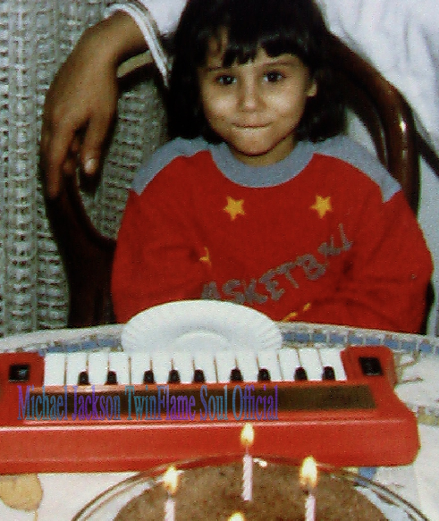 The Michael Jackson Metamorphosis Story - A New Perspective: Susan Elsa Age 4 playing Piano - BEFORE SEEING MICHAEL JACKSON ON TV- © Michael Jackson TwinFlame Soul Official